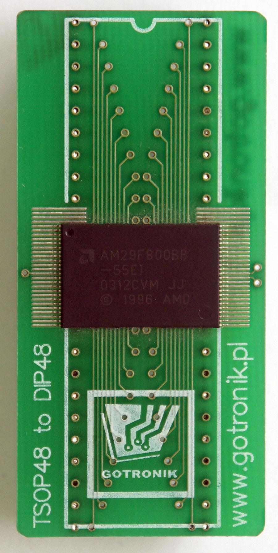 Przykładowe zdjęcie z przylutowanym układem TSOP48 (pamięć AM29F800)